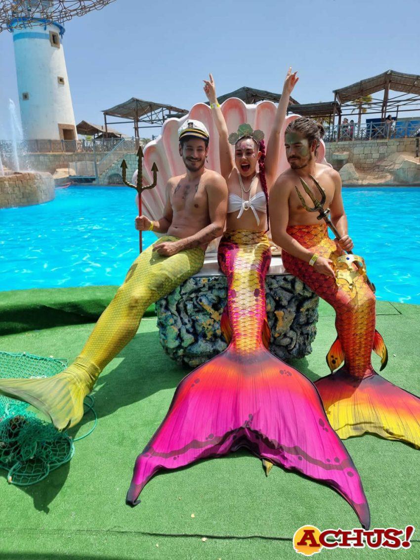 Los cantantes Luis Cepeda y Roi Méndez se transforman en tritones en Aqua Natura Benidorm