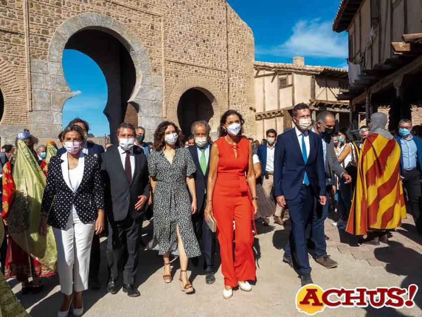 Puy du Fou España reúne a más de 300 personalidades de la cultura, la política y el mundo empresarial en su presentación oficial.